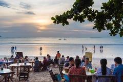 Restauranger för havsmat på Jimbaran sätter på land i Bali, Indonesien Arkivbilder