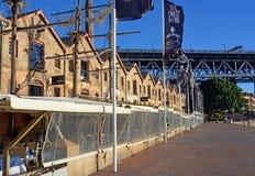 Restauranger i Shape av tappningseglingskepp i Sydney Arkivbild
