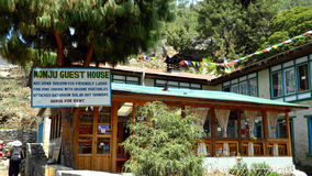 Restauranger och hotell i Khumbuen, Nepal Fotografering för Bildbyråer