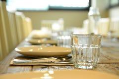 restauranginterior-, stearinljuskoppar i ett welldesigned mode Royaltyfri Foto