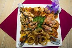 restaurangmaträtt - skaldjur royaltyfria foton