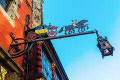 Restaurangtecken på en historisk byggnad i Aachen Fotografering för Bildbyråer