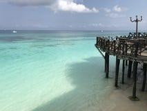 Restaurant über dem schönen Wasser von Sansibar Stockfotos