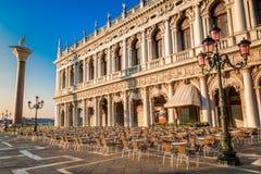 Restaurant alvorens op St het Vierkant van het Teken in Venetië te openen royalty-vrije stock afbeeldingen