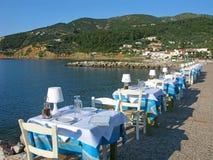 Restaurant auf Seeseite Stockfotos