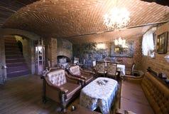 Restaurant in baksteenkelderverdieping stock foto's