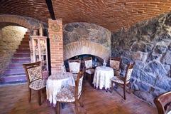 Restaurant in baksteenkelderverdieping Stock Foto