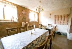 Restaurant in baksteenkelderverdieping royalty-vrije stock foto