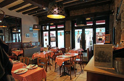 Restaurant bouchon in Lyon-Innenraum, Frankreich Stockbilder