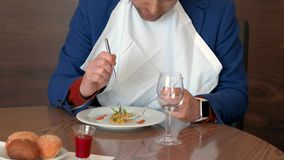 Restaurant critic taking white napkin and tasting disgusting dish in restaurant stock video