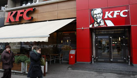 Restaurant d'aliments de préparation rapide de KFC (poulet frit du Kentucky) Photographie stock libre de droits