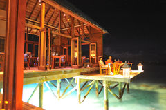 Restaurant dans la nuit Photographie stock