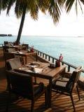 Restaurant dans la station de vacances maldivienne Photographie stock libre de droits