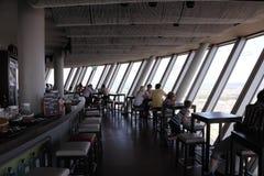 Restaurant dans la tour du Rhin, Dusseldorf Image stock