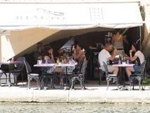 Restaurant dans le port Grimaud, France Photos libres de droits