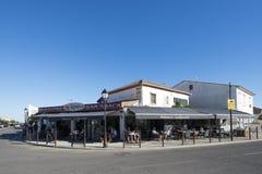 Restaurant dans le Saintes-Maries-de-la-Mer, France image stock
