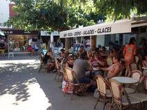 Restaurant dans le Saintes-Maries-de-la-Mer, France images libres de droits