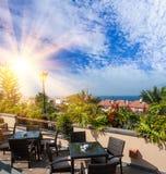 Restaurant de coucher du soleil à Puerto de la Cruz, Ténérife, Espagne. Station de vacances de touristes d'hôtel. Coucher du solei Images libres de droits