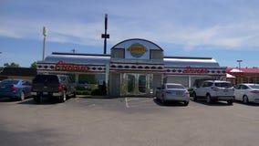 Restaurant de Dennys American Diner - LOUISVILLE, Etats-Unis - 14 JUIN 2019 banque de vidéos
