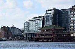 Restaurant de flottement chinois de palais de mer sur Oosterdokskade à Amsterdam, Hollande, Pays-Bas images libres de droits