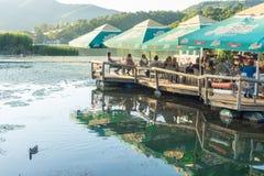 Restaurant de flottement sur la Moravie occidentale, Serbie Photo stock