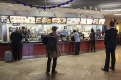 Restaurant de McDonalds à l'aéroport de Francfort Photos libres de droits