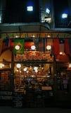 Restaurant de nuit sur une rue de Lavalle à Buenos Aires Photo stock