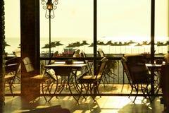 Restaurant de plage de matin Images stock