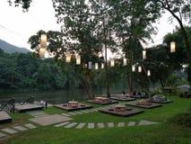 Restaurant de Riververside dans Kanchanaburi, Thaïlande image libre de droits
