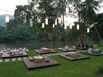 Restaurant de Riververside dans Kanchanaburi, Thaïlande Images stock