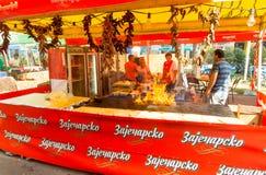 Restaurant de rue dans Leskovac, Serbie Image stock