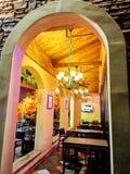 restaurant de style du toscan la nuit photographie stock