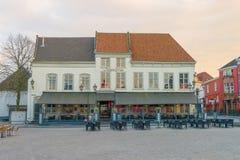 Restaurant De Teerkamer, bourdonnement op de Bergen de place principale image libre de droits