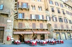 Restaurant de touristes à Sienne, Italie Photos stock