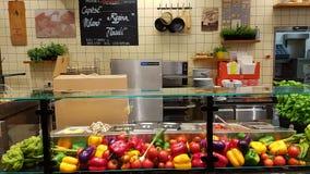Restaurant de vintage dans l'aéroport Photos stock