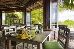 Restaurant dichtbij de oceaan Royalty-vrije Stock Foto's