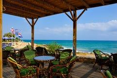 Restaurant durch das Meer Stockfotografie