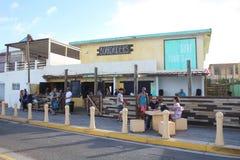 Restaurant et barre de cavaliers de conseil dans Luquillo Porto Rico photos stock