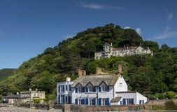 Restaurant et logement - Chambre de roche Hôtel de massifs de roche sur la colline photos stock