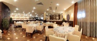 Restaurant européen dans des couleurs lumineuses Photographie stock