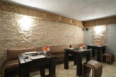 Restaurant européen dans des couleurs lumineuses Photographie stock libre de droits