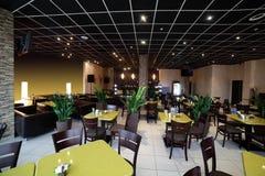 Restaurant européen dans des couleurs lumineuses Photo libre de droits