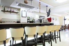 Restaurant européen dans des couleurs lumineuses Photos libres de droits