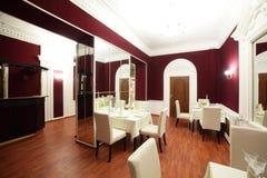 Restaurant européen dans des couleurs lumineuses Photos stock