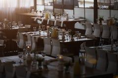 Restaurant européen dans des couleurs lumineuses - image courante Images libres de droits