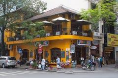 Restaurant faisant le coin jaune Image libre de droits