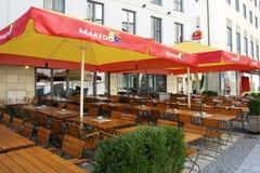 Restaurant im Freien in München Stockfotografie