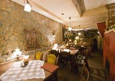 Restaurant in kelderverdieping stock afbeeldingen
