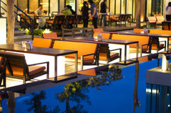Restaurant la nuit Photographie stock libre de droits