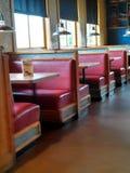 Restaurant met rode cabines Stock Foto